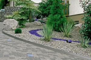 Da die Gartenprofile flexibel sind, kann man mit ihnen auch geschwungene Linien setzen. Foto: djd/terra-S